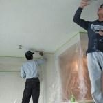 天井を珪藻土塗りの様子