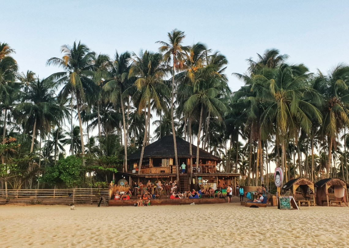 mad monkey hostel Nacpan Beach, el Nido, Philippines