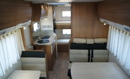 Camping-car-Capucine-C700S-Pilote-Vue-depuis-couchage-bulle2-484x295