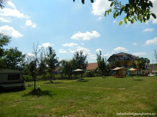 "Camping Poarta oilor, strada Eminescu, nr. 573, Gârbova, județul Alba // GPS : N 45°52'1"" E 23°43'42"" / Lat 45.86700 long 23.72830 // site : www.guest-house-urwegen.com // email : poartaoilor@gmail.com // telefon : +40748 532 978 / +40258 748 001"