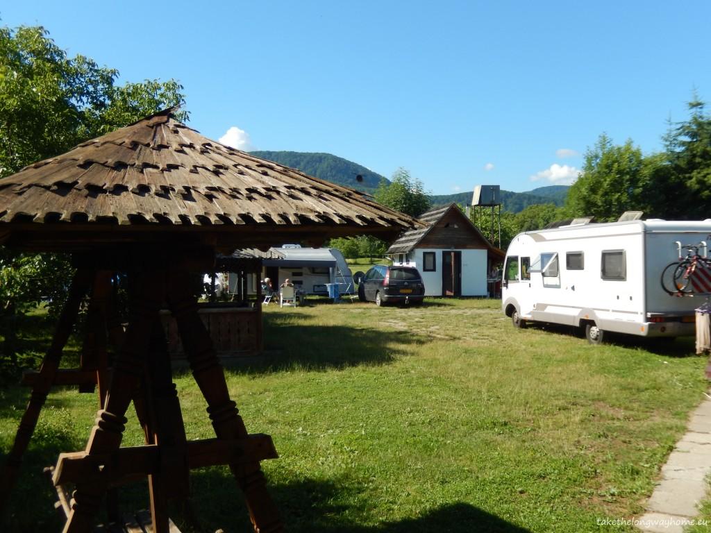 Suprafața campingului este de 850 mp. Campingul este deschis tot timpul anului