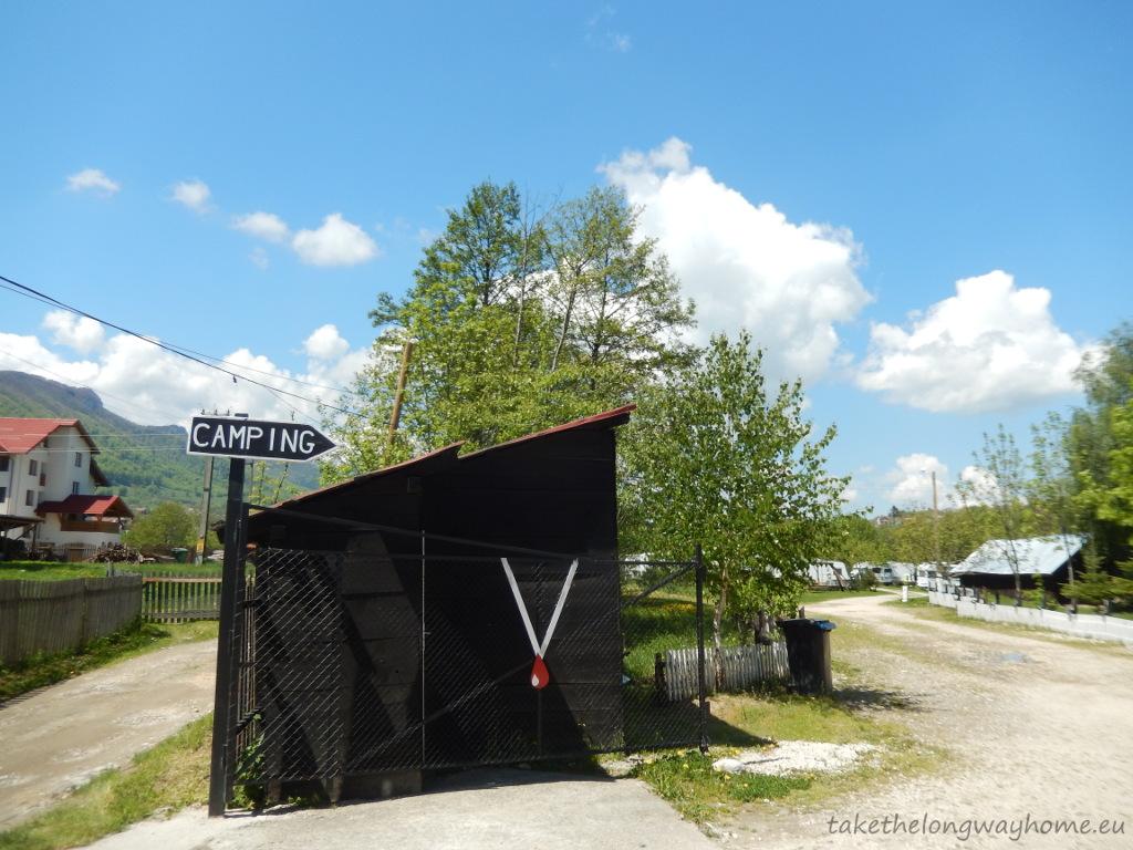 Camping Vampire, strada Ioan de Pușcariu, nr. 67, Bran, județul Brașov / GPS : N 45 31 40,3 E 25 22 18,5 / Lat 45,52787 long 25,371807 / site : www.vampirecamping.ro / email : info@vampirecamping.ro / telefon : +40 268 238 430