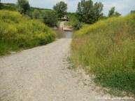 Pentru a ajunge la camping, se poate alege varianta trecerii râului Mureș prin localitatea Sânpaul, pe un pod rutier, sau drumul mai scurt, de piatră, direct către satul Sânmărghita, pe un pod plutitor tras de bărbați