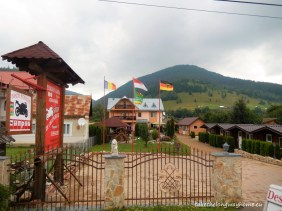 "Camping ""Zur Deutschen Eiche"" (stejarul nemțesc), sat Botoș, strada Principală, nr. 22, comuna Ciocănești, județul Suceava // GPS : N 47°30'48.8"" E 25°13'36.7"" / Lat 47.513556 long 25.226871 // tel. : +40755 263 661 (DE, RO) / +40753 521 414 (RO) // email : fuhrmannvatradorna@gmail.com"