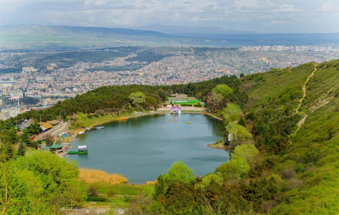 بحيرة السلحفاة في تبليسي