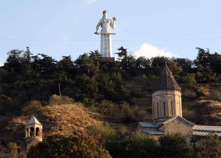 تمثال أم جورجيا في تبليسي
