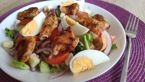 Sałatka z kurczakiem i jajkiem