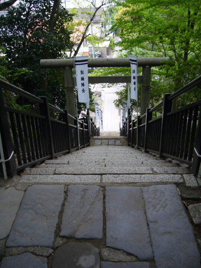 View of the steps from Yoritomo grave