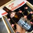赤い王冠とラベルの祝瓶ビール
