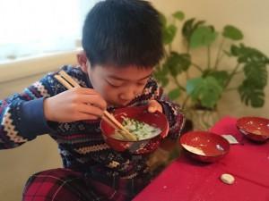 桃侍くんも、七草粥をおかわりしていました