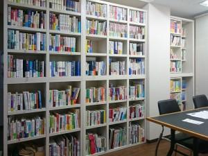ようやく書架にすべての本を並べ終えました