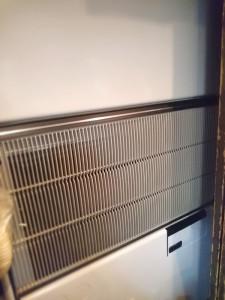 テーブル側の新しくなった空調機器