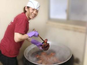 たこ甘露煮をたく和田さん