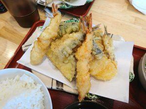 現場会議のお昼ご飯は天ぷらです!