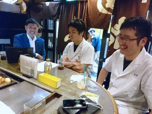 安藤店長と多比羅店長への佐藤元相先生の商業界記事の取材