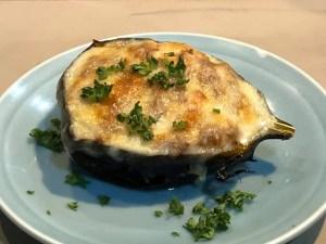 『奈良は山添村より、丸々太った丸茄子を使った味噌田楽 〜チーズをのせて〜 』🍆