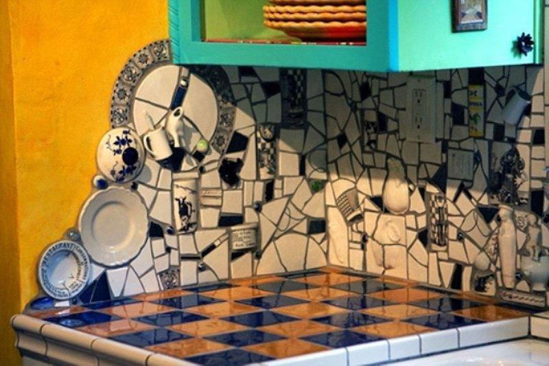 мозаика из плитки на стене