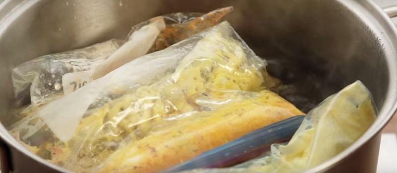 омлет в пластиковом мешке