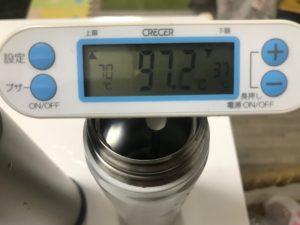 サーモスボトルに熱湯を注いだ直後の温度は97.2℃
