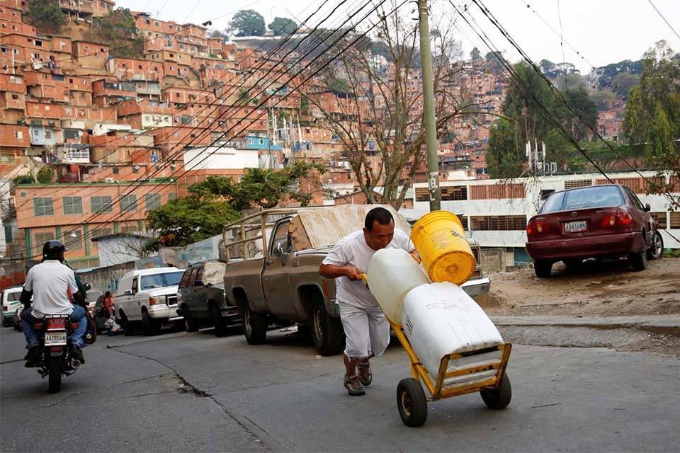 En Petare exigen solución a la distribución del agua