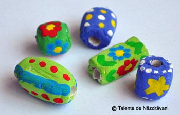Mărgele din pastă ceramică