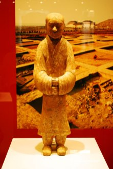 Figurina din ceramica colorata Dinastia Han - 206 i.Ch. - 220 d.Ch. Obiect funerar.