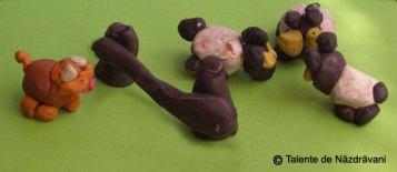 Oițe păzite de cățel - modelaj din plastilină