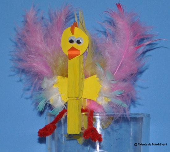 Iris H., Bucureşti Fulgi de papagal pentru aripi, şi fire chenille pentru picioare.