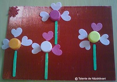 Colaj cu dopuri de plastic reciclate - floare
