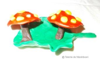 Modelaj: ciupercuțe pe frunză