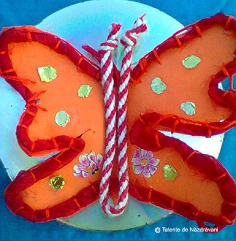 Fluturi din șireturi cusute