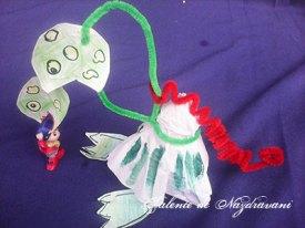 Balaur confecționat din sârmă plușată