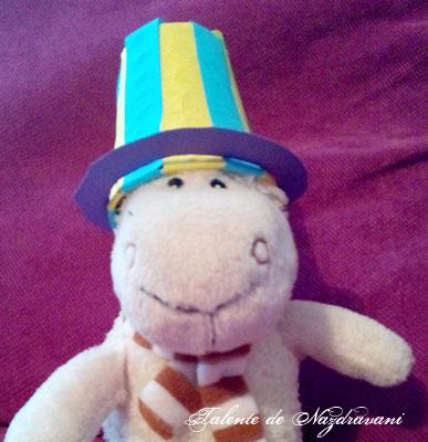 Pălărie din pahar de plastic