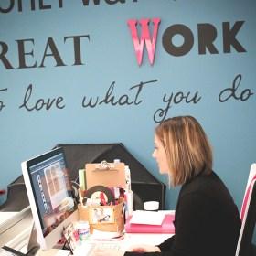 Découvrez l'histoire de Julie , la créatrice de Le Studio de Julie sur le blog⎟Talented Girls, conseils business et ondes positives pour les femmes entrepreneures !