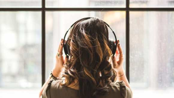 Should you add podcasting content to your online learning mix? Advice from a content strategy expert