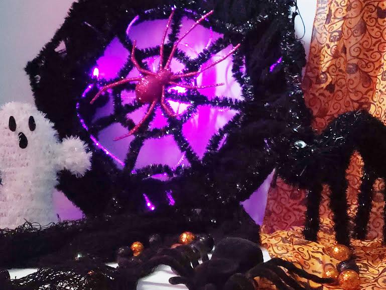 glow in the dark Halloween wreath from the DollarTree