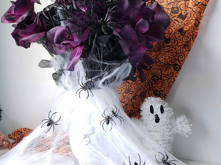 dollar store halloween vase with flowers