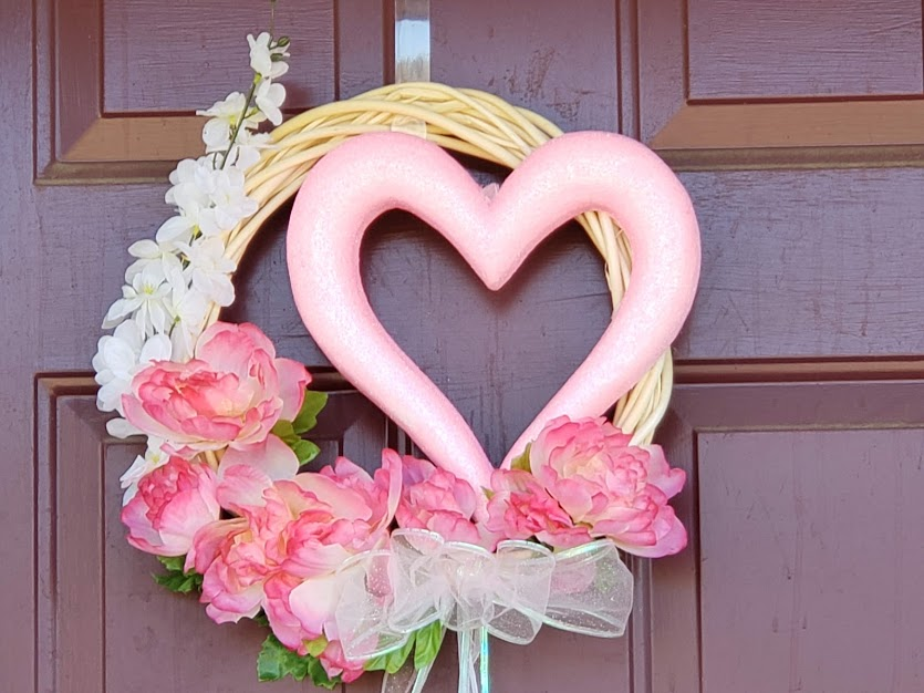 DIY Valentines day wreath, completed