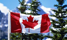 Canadian-flag-with-mounta-011