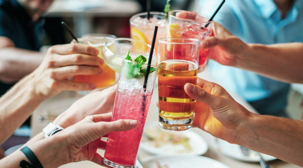 drinks with friends - how to make friends in a new city