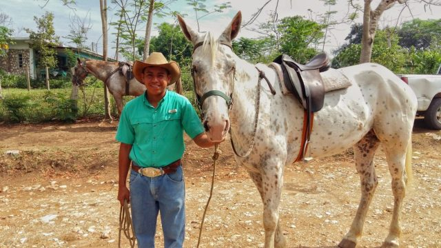 My guide William, and my horse Hannah, all ready for the ride to Xunantunich! Horseback riding to Xunantunich