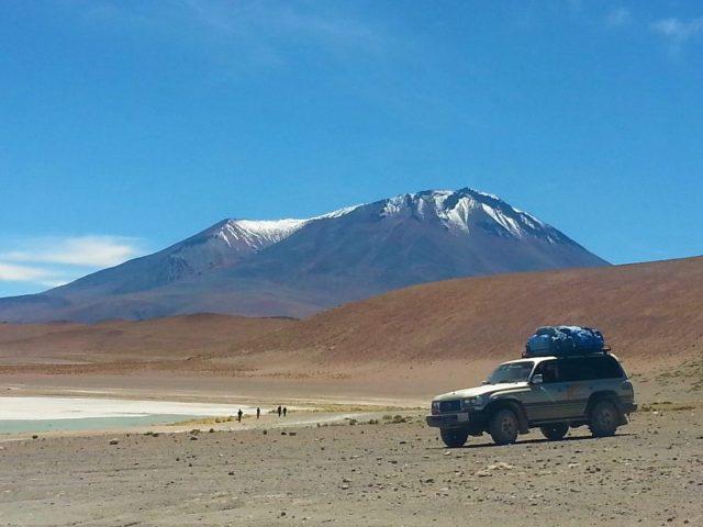 Uyuni Salt Flats: El Salar de Uyuni Tour in Bolivia - Mountains and Lakes in Bolivia