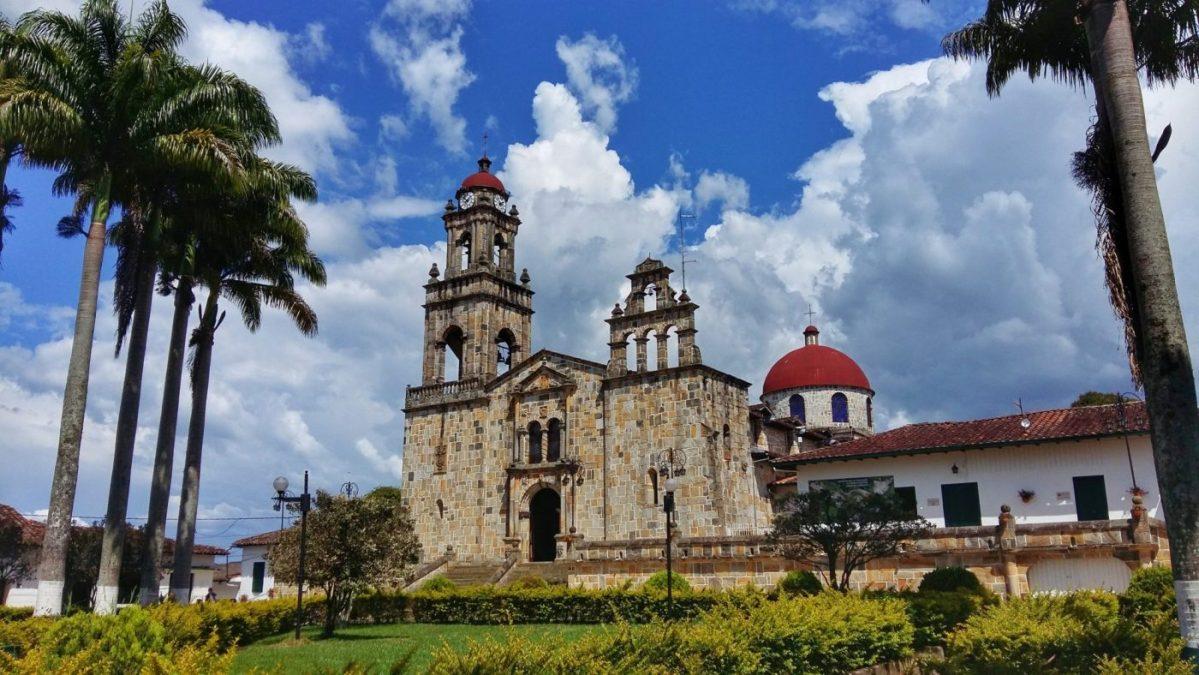 The Church in Guadalupe Colombia - La Iglesia de Guadalupe Santander