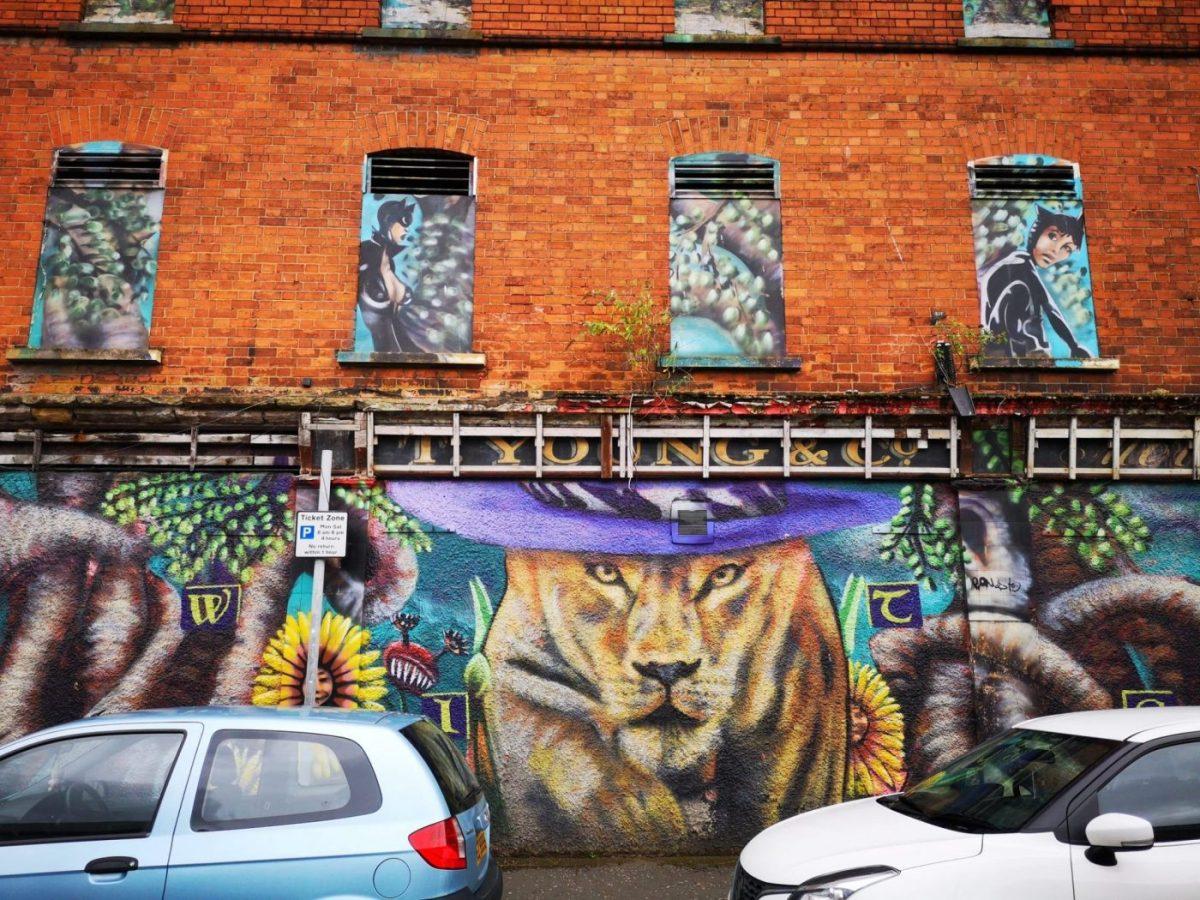 Street Art in Belfast - A lion wearing a hat