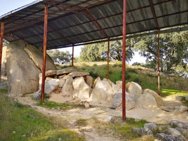 Anta Grande do Zambujeiro in Evora - An Evora Megaliths Tour