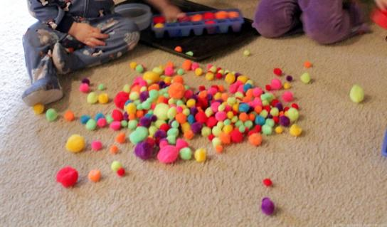 This pom pom invitation to play is amazing. I LOVE how much fun this looks!