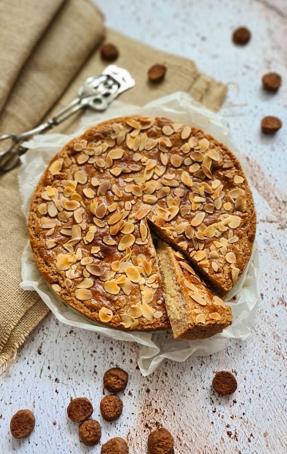 recipe Dutch Speculaas tart with Almond filling