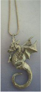 dragón Beowulf colgante de plata