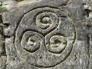 trisquel celta en piedra