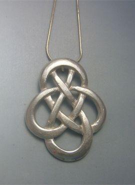 colgante nudo celta sin fin o infinito de plata de ley